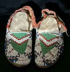 Pair Of Antique 1910 Sioux Indian Beaded Sinew Sewn Hide Moccasins