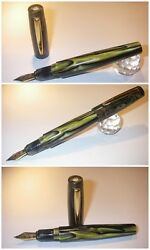 Celluloid Chicago Cigar Stylo Fountain Pen Blancheur - Green Marbled Hand Made