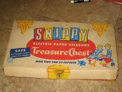 """Vtg 1960's Snippy """"treasure Chest"""" Electric Scissors And Paint Set Used Sold As-is"""