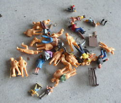 Lot Of Vintage O Scale Plain And Painted Standing Sitting Figures