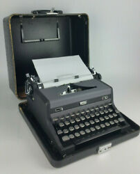 Vintage 1940and039s Royal Quiet De Luxe Typewriter And Portable Case Serial A-1707368