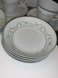 Mikasa Stacey White Flowers Dinnerware 36 Pc Set Service For 8