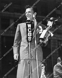 1728-029 Frank Sinatra At Wcbs Microphone W Little Puppet Or Doll 1728-29 1728-0
