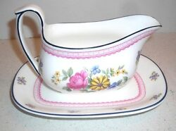 Wedgewood Naomi Pattern Gravy Boat W/unattached Underplate Discontinued