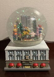 1999 Macy's Thanksgiving Day Parade Musical Snow Globe W/the Twin Towers In Nyc