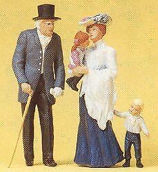 Preiser G Scale Old Man, Woman, And Children   45066