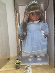 Lissi Puppen Doll 18 1995 Germany Limited Edition - Stand