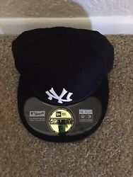 New Era New York Yankees Size 7 1/8 5950 Fitted Green Bottom Rare Wool On Field
