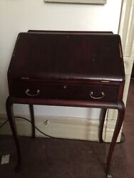 Gorgeous Antique Mohagony 1920and039s Writing Desk. Queen Anne Style.