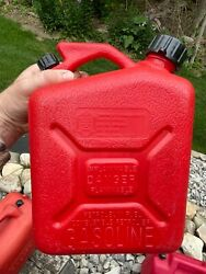 Clean Vintage Gas Can Wedco Plastic 1.2 Gallon Pull Out Spout Vented 10-1-1986