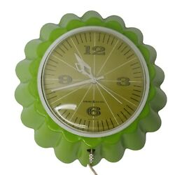 Vintage General Electric Kitchen Wall Clock Scalloped 9 Chartreuse Green 2158