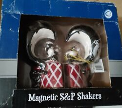 Pepe Le Pew Salt And Pepper Shakers/ New In Box/magnetic
