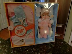 Vintage Eg Eegee Goldberger Baby Layette Doll And Her Travel Trunk Sealed