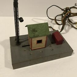 This Lot Is 1 A.c. Gilbert American Flyer Shanty Crossing Gate And Signal Man