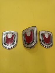 0289678 Front Bumper Knights Crest/pillar Emblems 00-05 Chevy Monte Carlo Used