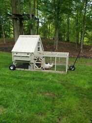 Amish Made Chicken Coop, Holds Up To 15 Chickens, Very Good Condition. On Wheels