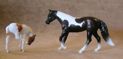 Breyer Stable Surprise Stablemates #6049 Loping Quarter Horse amp; Scratching Foal