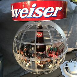 Budweiser Beer 1996 Rotating Globe Light With Clydesdales Wagon Amber Bottle