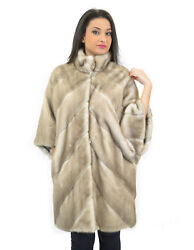 MINK COAT WOMAN WORKING WITH ICE CROSS AND KOREAN NECK AND BUTTON MIRROR