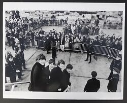 Photo Harry Benson - The Beatles At Kennedy Airport 1964 -