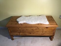 Antique Cedar Hope Chest Caswell Runyan Co Used/ Good Condition. Local Pick Up