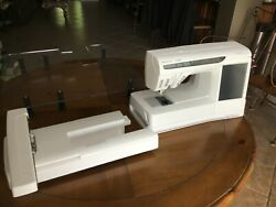HUSQVARNA VIKING DESIGNER SE MACHINE WITH EMBROIDERY ATTACHMENT-LOW USAGE HOURS!