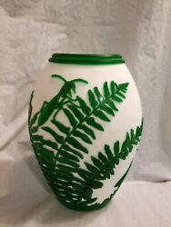 Fenton Cameo Vase 12and039and039tall Praying Manis Excellent Condition