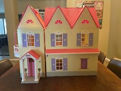 Toys R Us You And Me Happy Together Dollhouse Doll House Play Used
