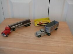 Hershey - Two Semi-cabs With Three Trailers - Hartoy - 1992 And 1993 - Used