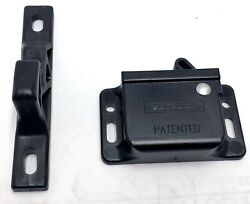 New Southco C3-810 Lot Of 16 Grab Catch Latch 477