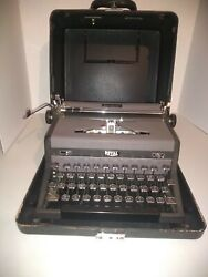 Vintage Royal Quiet De Luxe Portable Typewriter With Case And Key For Case