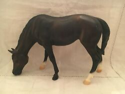 breyer horse grazing mare and foal sea star