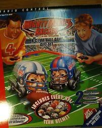 """Nfl Mighty Helmet Racers R/c Football Game Gift Set 2004 17""""x34"""" Playing Field"""