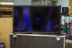65 Nec Touchscreen V-652 Tm With Heavy Duty Road Case And Remote Tt101