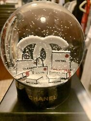 2019 Snow Globe Limited Rare With Official Holiday Card.