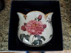Smithsonian Collection - Crafted By Goebel, Floral Ivory Vase Red Roses Gold Rim