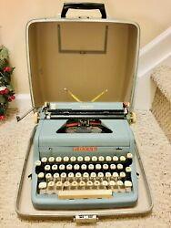 Vintage 1950's Royal Quiet Deluxe Portable Typewriter W/ Carrying Case- Euc