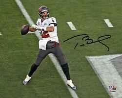 Tom Brady Tb Buccaneers Super Bowl Lv Champs Signed 8 X 10 Action Photo