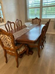 Ethan Allen Dining Room Table With Six Chairs And Two Table Extenders.