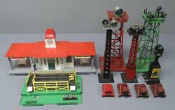 Lionel And Other Vintage O Postwar Assorted Buildings And Accessories