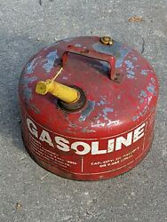 Vintage Chilton 2 1/2 Gallon Round Metal Gas Can With Vent Made In Usa -------b2