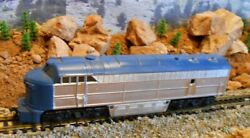 Ho Scale Tempo Blue And White Diesel Engine, Model Railroad Train, Old Collectible