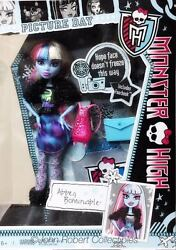 Monster High Abbey Bominable Picture Day Fearbook Dressed Doll Nrfb