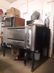 Blodgett Single Deck Pizza Oven Mod.999 Natural Gas Powered With Legs And Stones