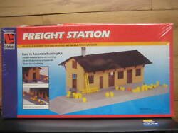 Ho Scale Freight Station Life-like Scenery For Train Layouts 1353 Easy To Asse