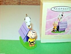 Hallmark Easter Beagle Snoopy Charlie Brown Doghouse 1994 Peanuts Ornament