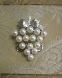 White Gold 14K Gold & 15 Cultured Pearls Grape Bunch Brooch Pin 10.2 Grams