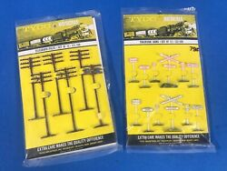 Vintage Tyco Railroad Ho Scale Train Layout Telegraph Poles Trackside Signs 122