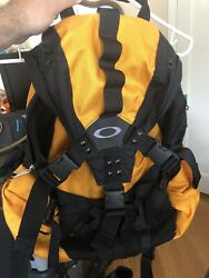 Vintage Oakley Icon Backpack Yellow New $129.99