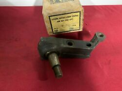 Nos 1960-1962 Chevrolet / Gmc C Series Lower Ball Joint Gm 9740720 60 61 62 C60